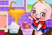 Bébé fait la lessive